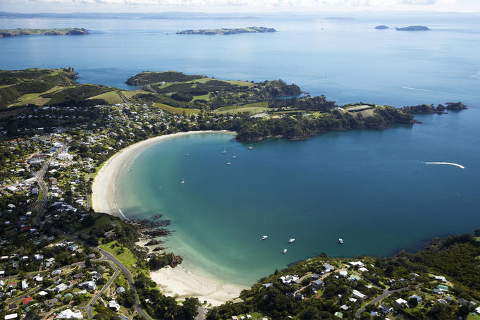 احجز مكان اقامتك في جزيرة واهيكي النيوزيلندية بأفضل الأسعار